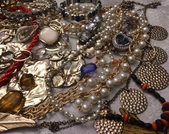 Nice lot of selected pieces of nice jewelry vintage to now