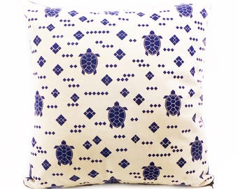 "Yuvia - hand made blue-and white pillowcase ""Turtle"""