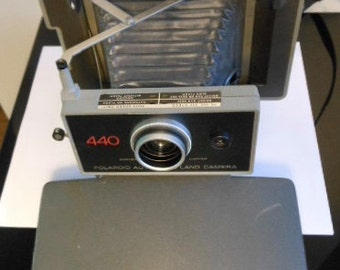 1970s POLAROID LAND CAMERA .. Free Shipping