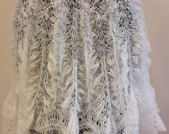 "Knitted lace shawl ""Pelerin"""