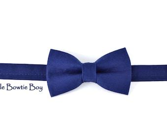 Plain Navy bowtie, cotton bowtie, adjustable pretied kids bowtie, metal hook adjustable bowtie, dressy boy bow tie
