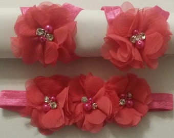 Baby Girls - hot pink headband and a pair of barefoot flowers