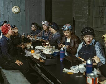 Rockabilly Photo, Retro Women War Workers, Rockabilly Wall Art, Rosie WWII Factory Workers, Lunch Buddies, 1943