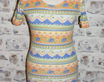 Size 8 10 vintage 80s short sleeve scoop neck top orange/blue crazy print (GT85)