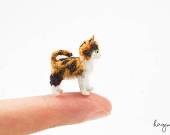 Tiny crochet cat, miniature Calico cat crochet, amigurumi tiny cat - Made to order