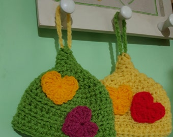 Wool crochet pot holders with hearts