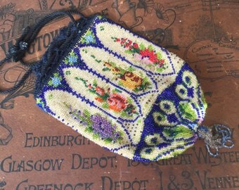 A Stunning Victorian/Art Deco Glass Beaded Drawstring Pouch Evening Bag Prom Bag Party Bay