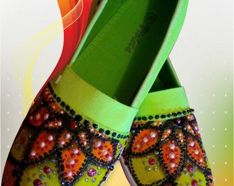 hand-painted,the painting on the finished shoes,paint colors on the shoe,painted shoes ,Hand painted womens KEDS