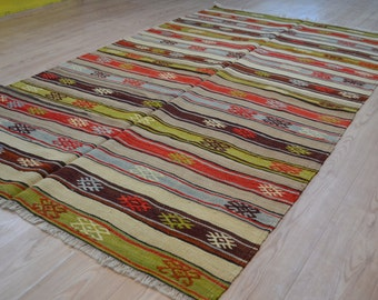 Vintage kilim rug. Handcraft vintage rug. Turkish kilim rug. Free shipping. 8.1 x 4.6 feet.