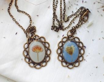 Vintage floral necklace. Pressed flower oval pendant. Herbarium necklace