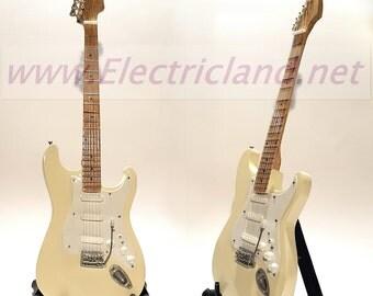 Mini Guitar JIMI HENDRIX Woodstock 1969 fender stratocaster memorabilia chitarra miniatura in legno