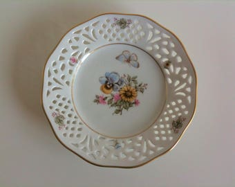 Small, fine collecting plate, breakthrough porcelain, white, flowers, butterfly, Schumann, Arzberg, Germany, 50's, vintage