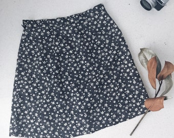 Vintage Handmade Black and White Daisy Printed Skort Skirt Petite Size 6