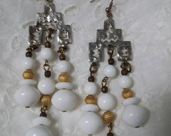 Vintage white and gold dangling beaded earrings