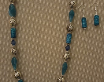 Turquoise metal and acrylic bead necklace with earrings