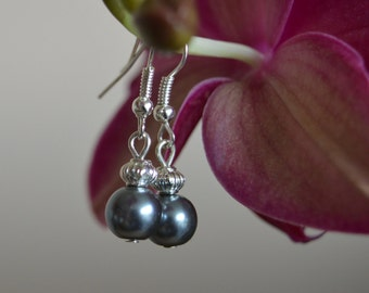 Nickel free earrings in grey, creme and soft pink / wedding - birthday - anniversery - gift for her / Bijouterie originale