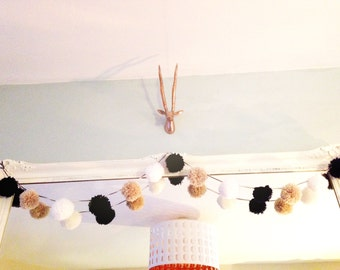 Neutral Pom Pom garland.