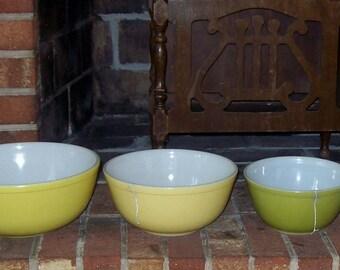 Vintage Set of Pyrex Mixing Bowls