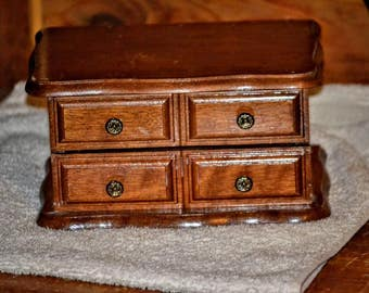 Cute Vintage Jewelry Box With Mirror!