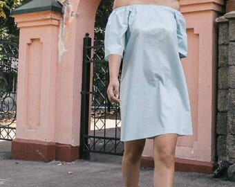 Blue dress with open shoulders of cotton