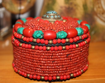 box, ethnic Tibetan, made with pasta of Turquoise and coral glass