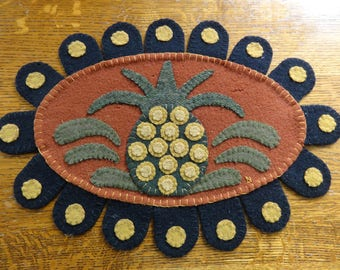 Penny Rug of wool with pineapple