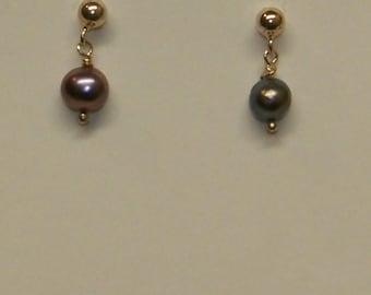 Freshwater Pearl stud earrings - grey