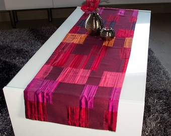 Table Runner Red patterned 140 x 40 cm