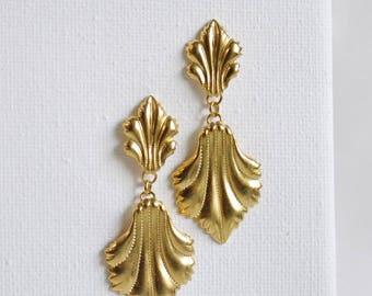 SALE . vittoria . vintage inspired spade leaf earrings . vintage style earrings . seashell earring . leaf jewelry . leaf drop earrings