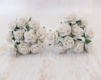 20 Mulberry white roses (15mm) - paper flowers