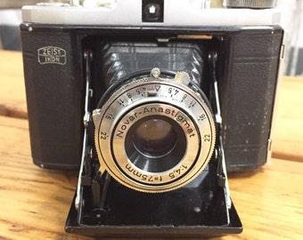Vintage Zeiss Ikon Nettar folding camera.