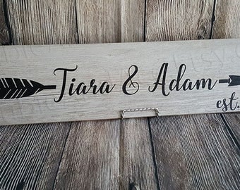 Custom Personalized Couples Sign Wood Look Couples Names & Arrows for Valentine's Day, Birthdays, Anniversaries, House Warming, Wedding Gift