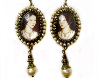 Anne the Queene in Pearls, Anne Boleyn Earrings, Tudor Earrings, Pearl Garnet Earrings - SCA earrings - Renaissance Costume Jewelry, Gift