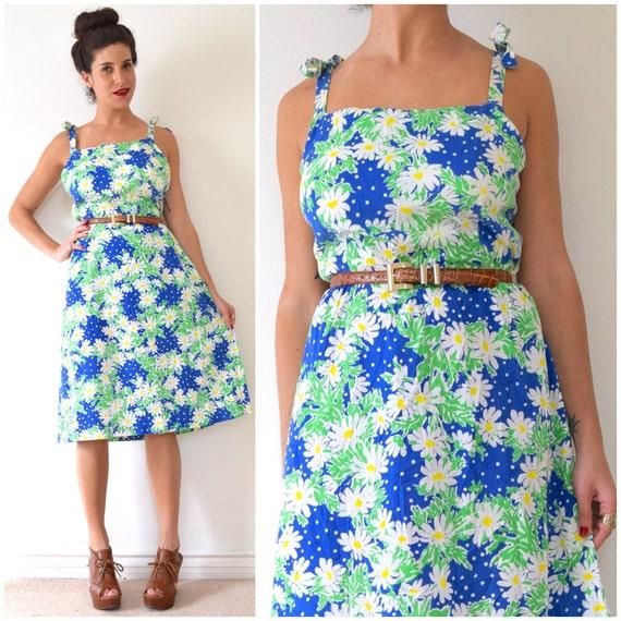 SUMMER SALE / 20% off Vintage 70s Daisy Print Tie Shoulder A Line Sun Dress (size large, xl)