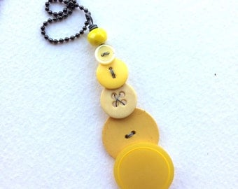 Vintage Button Pendant Necklace - Yellow