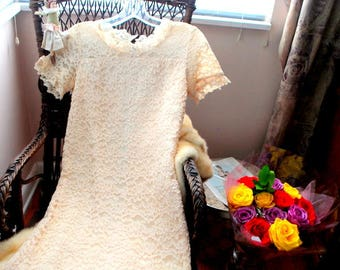 Wedding vintage 60s, mod style , beige-nude , french lace, mini dress. Size4.