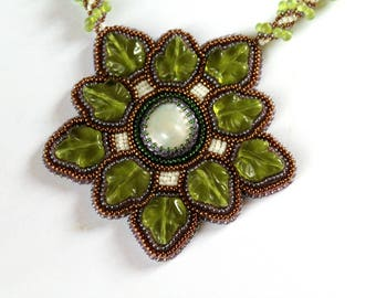 Green leaves embroidered necklace