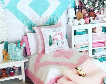 Miniature Dollhouse Pink Bed and Pink and White Quilt, Embroidered Santa Pillow, Sheet, Mattress, Pillows Full Bedding-1:12 Scale