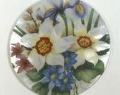 MOP Button - White Daffodil Bouquet - #PR-1216