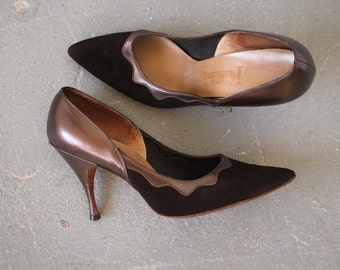 vintage 1960s shoes / 60s brown suede heels / 60s scallop pumps / 60s stiletto heels / 60s pointy toe heels / 60s brown pumps / size 6.5