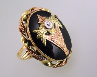 A Late Victorian Antique Black Onyx and Diamond Mourning Ring, Yellow, Rose and White Gold (A1708)