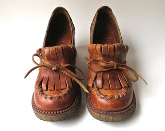 70s vintage Connie Boho Rust Brown Leather Kiltie Fringe Wedge Heel Loafers / Made in Brazil