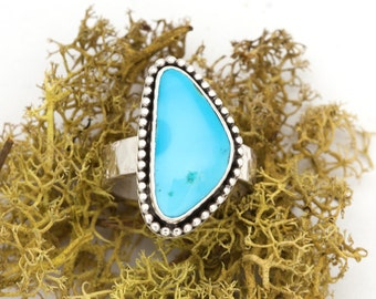 Beautiful Sky Blue Kingman Turquoise Sterling Silver Ring Textured Hammered Size 8 8.5 Triangular