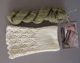Hikaru / Super soft merino cashemere blend / small skeins for wrist warmers / hand dyed with birch leaf