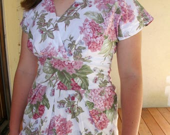 80s VIP Union Made Floral Pink Hydrangea Above Knee Wiggle Dress size 6 Small Pink Green White Flowers