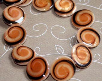 free Uk postage pack of 10 Shell fancy printed round beads 20 mm