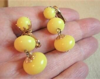 Yellow Earrings Vingtage Yellow Beaded Clip On Earrings Lemon Yellow Dangle Earrings Vintage Jewelry