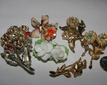 6 flower pin lot  LETTING GO --- flowers and some junk- 1940s to 60s please fix           all vintage
