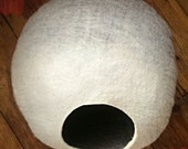 ON SALE Cat Cave / cat bed - handmade felt - Off White/Grey - S,M,L,Xl + free felted balls