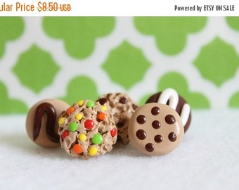 CHRISTMAS SALE Polymer Clay Cookie Pushpins, Set of 5